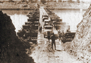 7 ottobre 1973: forze militari egiziane attraversano il Canale di Suez  (foto scattata da un agente CIA)