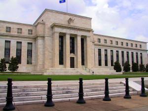 La sede centrale della Federal Reserve, a Washington, DC (foto di Rdsmith4).