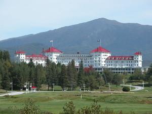 """Il """"Mount Washington Hotel"""" (sede degli accordi di Bretton Woods) nel 2003. Foto di Sven Klippel."""