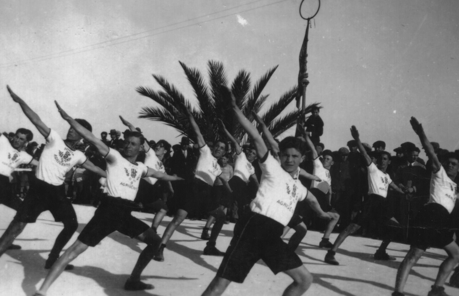 Calcio e moschetto. La costruzione dello sport nazionale sotto il fascismo