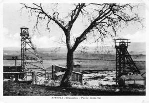 Cartolina del Pozzo Camorra. Il repertorio fotografico è stato tratto dal volume curato da Cipriani Massimo, La miniera a memoria, Roccastrada, 2004