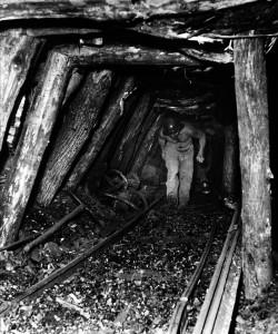Il lavoro in miniera. Foto Banchi.  Il repertorio fotografico è stato tratto dal volume curato da Cipriani Massimo, La miniera a memoria, Roccastrada, 2004