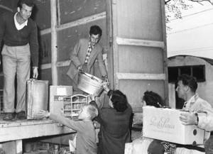 Profughi in partenza dall'Istria, 1954 (http://www.italia-resistenza.it/risorse-on-line/teche/fototeca/)