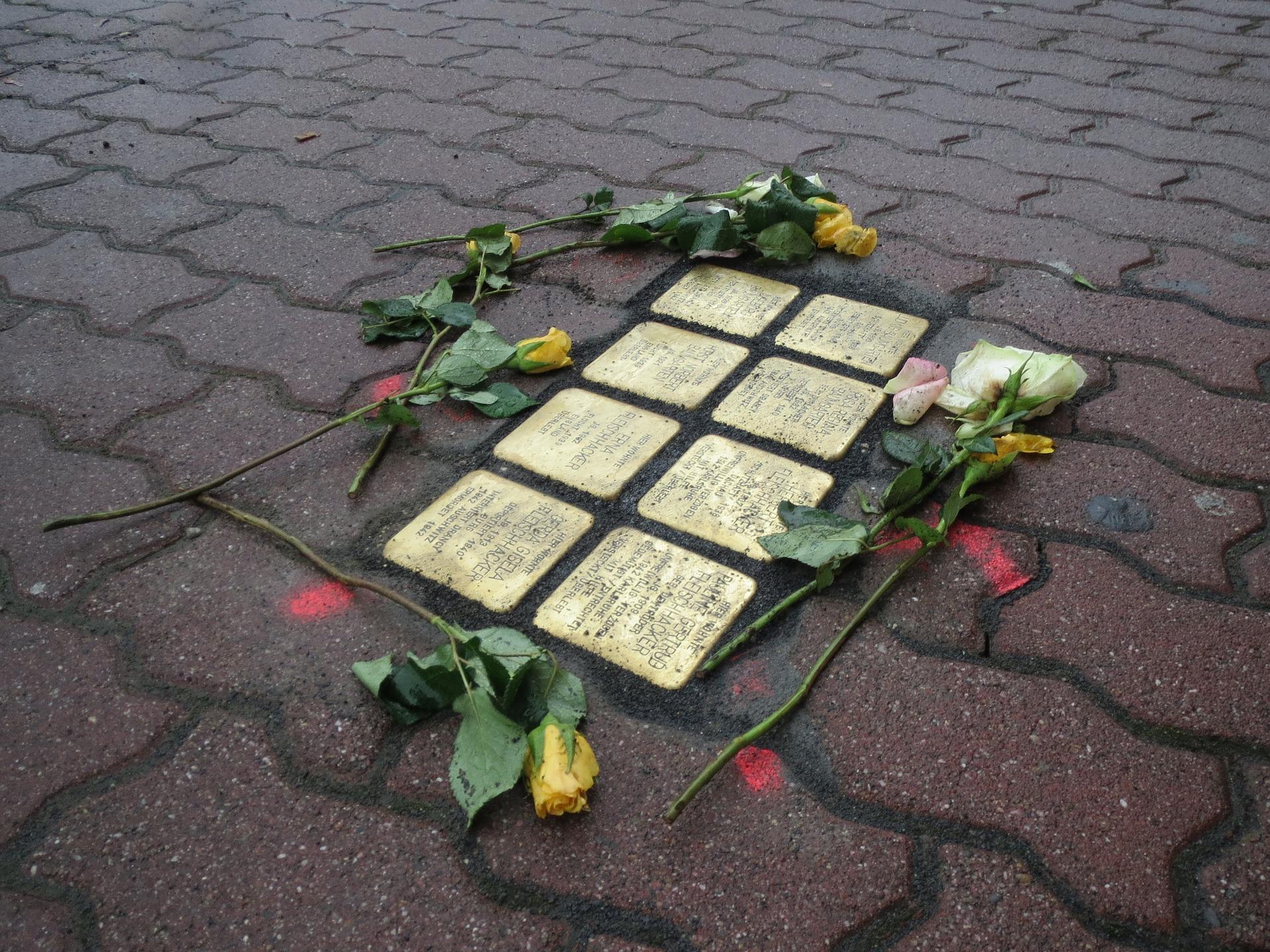 «Hier wohnte…» Le Pietre di inciampo degli ebrei altoatesini e la elaborazione della Memoria in Germania.