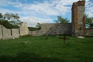 FIG.5 Cimitero di Casaglia, Monte Sole, Marzabotto. Archivio Fondazione Scuola di Pace di Monte Sole