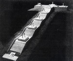 """Fig. 1 Eugenio Baroni, Progetto di I grado per il concorso per il  monumento al Fante sul colle San Michele, 1920. Modello. Da """"Cronache di Architettura""""."""