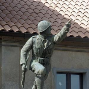 13. Giuseppe Ciocchetti, il fante all'attacco, monumento ai caduti di Monterrosso Calabro (http://luoghi.centenario1914-1918.it)
