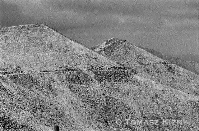 Linea abbandonata del piccolo treno minerario che serviva la miniera di stagno e di uranio, costruita dai detenuti tra il 1937 e il 1954. Massiccio montagnoso del Butugičak. Kolyma del Sudovest