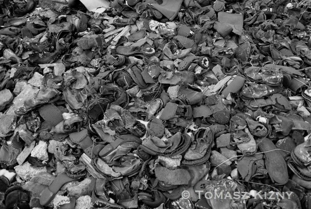 Scarpe di detenuti vicino al vecchio campo Central'ny (Centrale), nella valle del Terrasovyj.  Il campo del Butugičak accoglieva quasi esclusivamente prigionieri politici condannati al regime penitenziario più duro