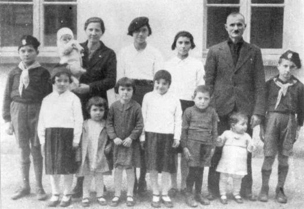"""Crema (CR), 1937: Premio per """"la mamma più prolifica d'Italia"""". Foto di Ernesto Fazioli. Fonte: http://www.lombardiabeniculturali.it/fotografie/schede/IMM-LOM60-0033857/"""