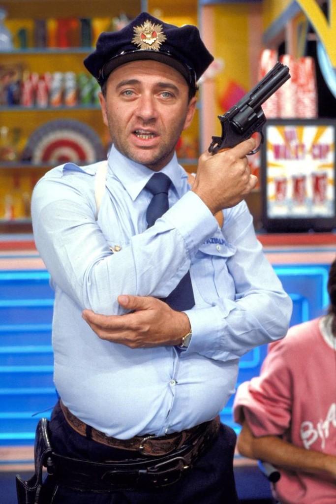 Giorgio Faletti interpreta Vito Catozzo