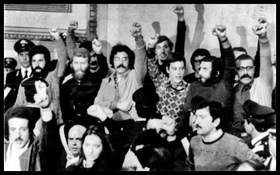 Fig.1 Foto degli imputati al processo contro il nucleo storico delle Brigate rosse, indetto a Torino, presso la Corte d'Assise il 17 maggio 1976. Si riconoscono Renato Curcio (il primo a sinistra) e Prospero Gallinari (il primo a destra).