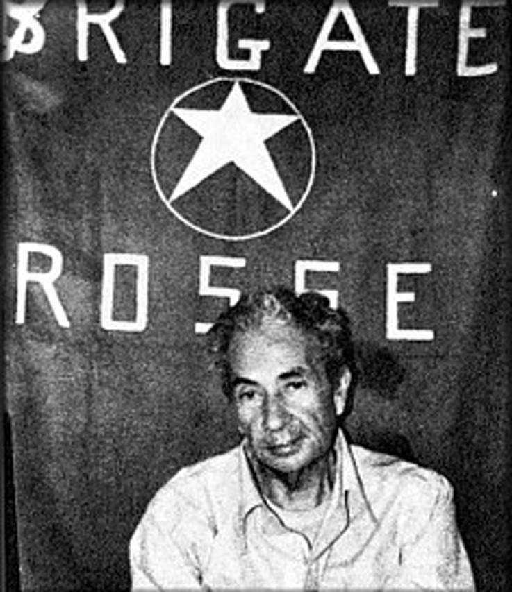 Fig.2  Foto di Aldo Moro prigioniero acclusa al comunicato n.1 delle Br del 16 marzo 1978.