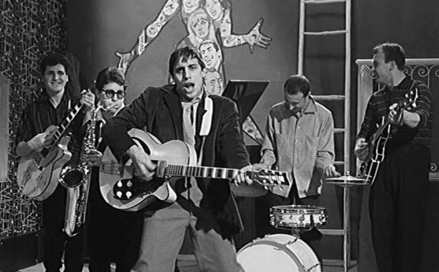 """""""Prendi la chitarra e vai / Se ti fermi invecchierai"""". Quando l'Italia era un paese di giovani e per giovani"""